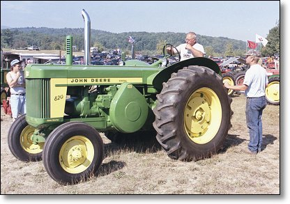 the john deere model 820 tractor. Black Bedroom Furniture Sets. Home Design Ideas